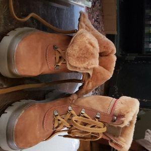 Apres. ski boots.